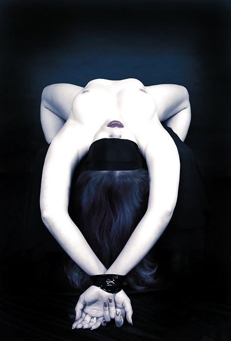 эротические фото с закрытыми глазами